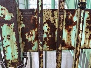 錆びた門の写真・画像素材[999534]
