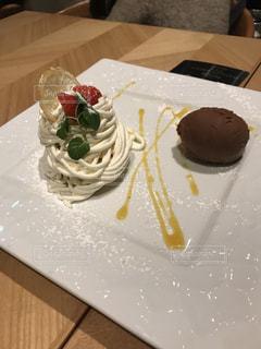 皿の上のケーキの一部 - No.962696