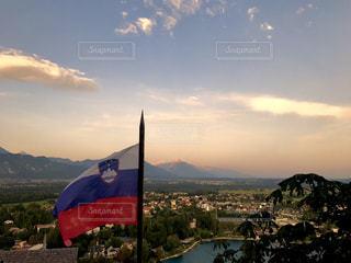 ブレッド湖からスロベニアの山を望むの写真・画像素材[962716]