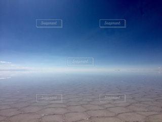 ウユニ塩湖の反射の写真・画像素材[962785]
