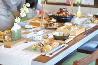 にぎやかな食卓の写真・画像素材[962920]