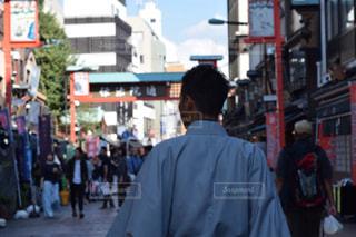 街を歩く男 - No.963099