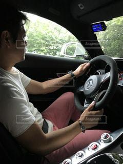 運転中の男性 - No.969709