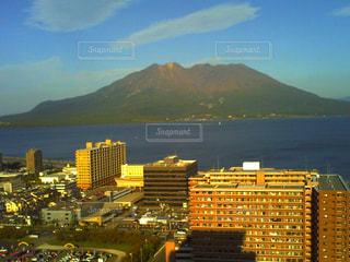 桜島と海と街の写真・画像素材[964107]
