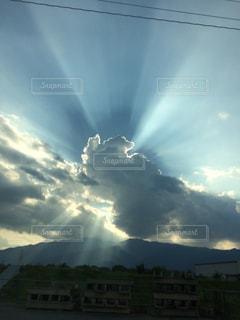 空には雲のグループの写真・画像素材[963676]