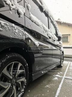 雪に覆われた車 - No.1117371