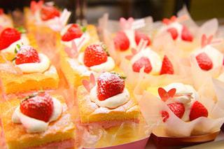 いちご ケーキのアップの写真・画像素材[996965]