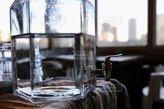 ガラスのウォーターサーバーの写真・画像素材[2732783]