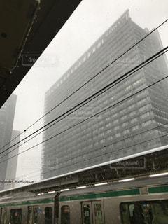 電車 プラットホームの写真・画像素材[973625]