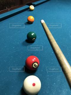 表の青いボールをトッピングの写真・画像素材[1034458]