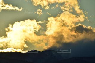 日没直前の雲の写真・画像素材[1006736]