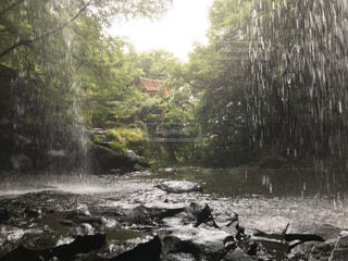 滝の水の体の上に行くの写真・画像素材[964514]