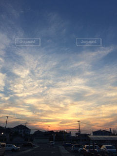 空には雲のグループの写真・画像素材[964815]