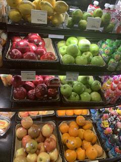 異なる種類の果物で満たされた箱の写真・画像素材[3331761]