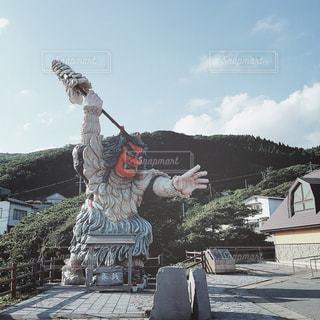 【秋田山形の旅写真】門前のなまはげ立像👹の写真・画像素材[1235244]