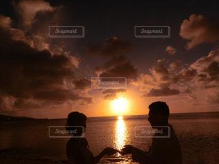 太陽を手のひらにの写真・画像素材[1078655]