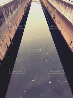 都市の人造川の写真・画像素材[966671]