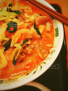 橙色のラーメンの写真・画像素材[966686]
