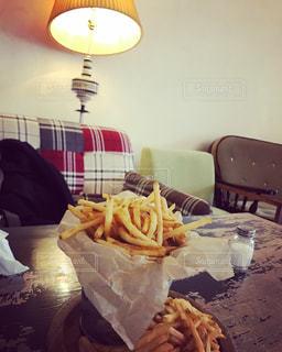 サンドイッチはテーブルに座っています。 - No.966343