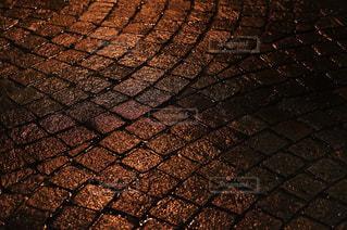 雨の石畳の写真・画像素材[968867]