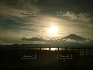 夕暮れの富士山の写真・画像素材[969168]