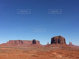 アメリカアリゾナ州モニュメントバレーのバレーロードからの景色の写真・画像素材[1097848]