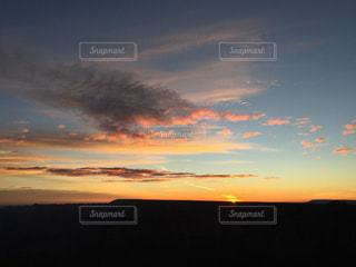 アメリカアリゾナ州グランドキャニオンの朝焼けの写真・画像素材[1098584]