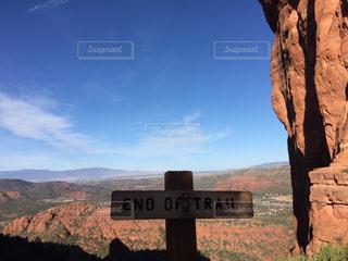 アメリカアリゾナ州セドナ カセドラルロックのトレイル終点の写真・画像素材[1099827]