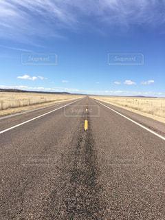 アメリカアリゾナ州ゼリグマン まっすぐな道の写真・画像素材[1113976]