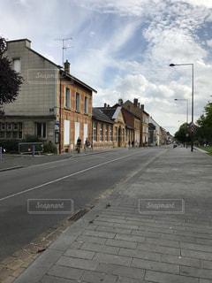 フランスの田舎町の街並みの写真・画像素材[969647]