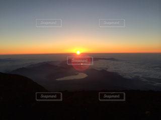 富士山頂からの御来光の写真・画像素材[969106]