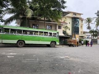 道の端に駐車して旅客バスの写真・画像素材[1409602]
