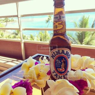 ホテルのラナイでビールの写真・画像素材[969463]