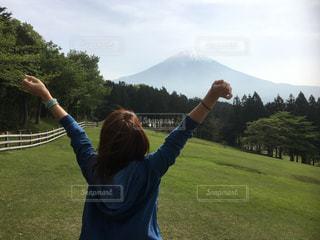 富士山を目の前に目覚めの朝の写真・画像素材[970038]