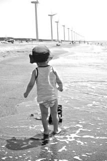 ビーチで遊ぶ男の子の写真・画像素材[1374317]