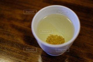 テーブルの上のコーヒー カップの写真・画像素材[970445]