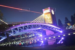 近くの橋の夜の写真・画像素材[970573]