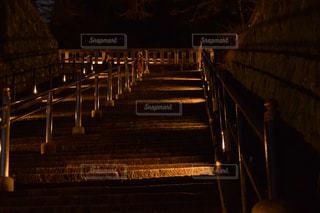 夜ライトアップ橋の写真・画像素材[970597]
