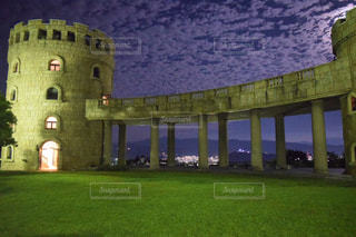 グリーン フィールド上に城の写真・画像素材[974448]