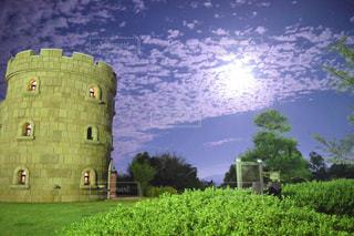 グリーン フィールド上に城の写真・画像素材[974467]