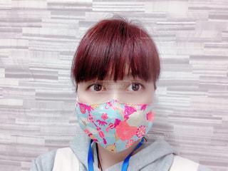 夏らしい色のちりめん立体マスクの写真・画像素材[3238293]