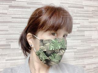 モンステラ柄の手縫い3D立体マスクの写真・画像素材[3409346]