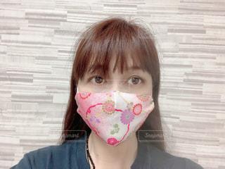 ピンク色ちりめんマスクの写真・画像素材[3478444]