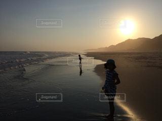 海と夕日の写真・画像素材[972775]