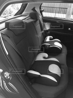 モノクロの車の写真・画像素材[972994]