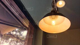 カフェのランプの写真・画像素材[1028292]