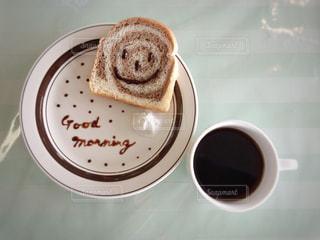 コーヒーのカップとプレートの写真・画像素材[1061341]