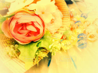 花束とガラス玉の写真・画像素材[1180534]