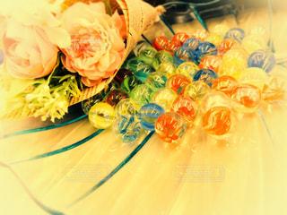 花束とガラス玉の写真・画像素材[1180566]