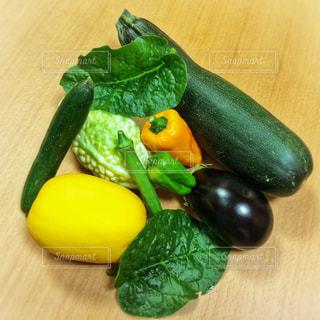 テーブルの上の夏野菜の写真・画像素材[1378260]
